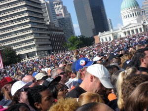 100,000 strong under the Arch